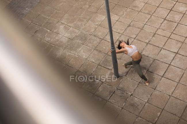 High angle view of urban dancer practicing dance in the city. — Stock Photo