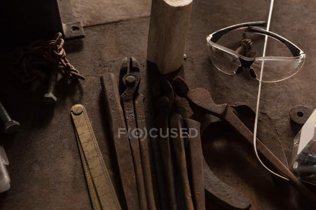 Різні інструменти заводі — стокове фото