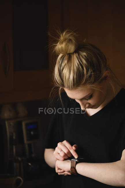 Woman using smart watch at home — Stock Photo