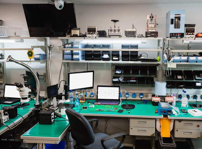 Intérieur d'un centre de réparation d'ordinateur portable — Photo de stock