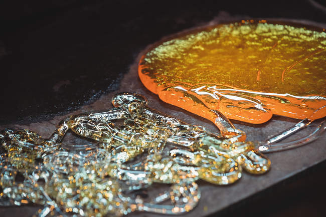Close-up of molten glass at glassblowing factory — Stock Photo