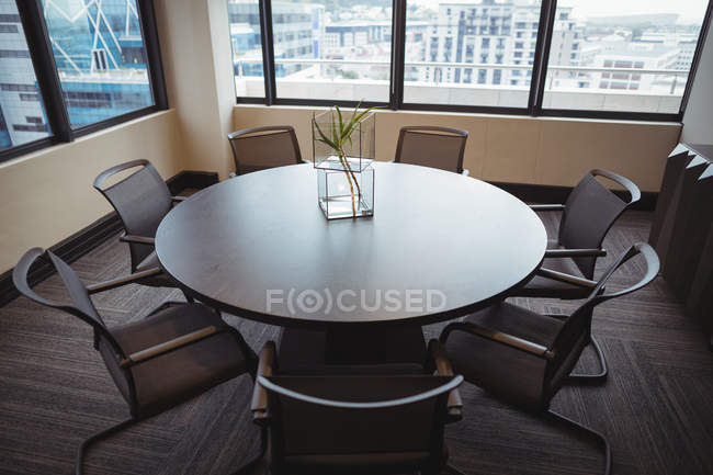 Empty meeting room with chairs and table in office — Stock Photo
