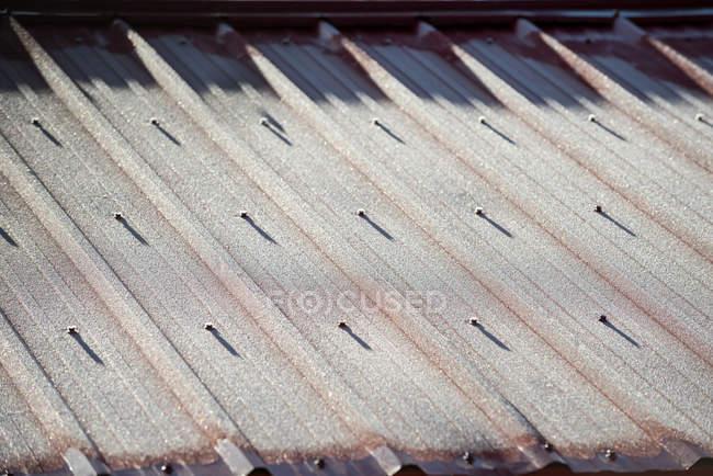 Primer plano de la textura del techo de metal, marco completo - foto de stock