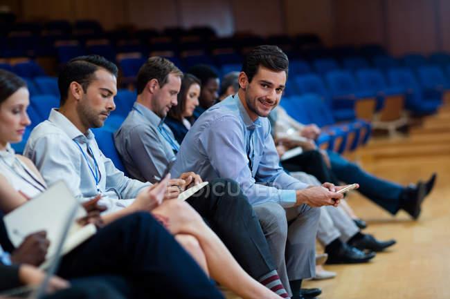 Керівників бізнесу, взяла участь у засіданні бізнес в конференц-центрі — стокове фото