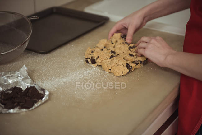 Hands of woman preparing dough for cookies — Stock Photo