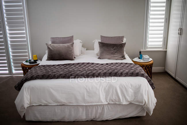 Empty bed in bedroom at home — Stock Photo