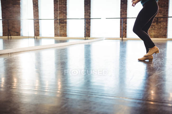 Low section of woman practicing a dance in dance studio — Stock Photo