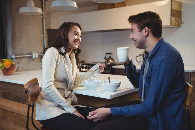 Couple having breakfast together in the kitchen at home — Stock Photo
