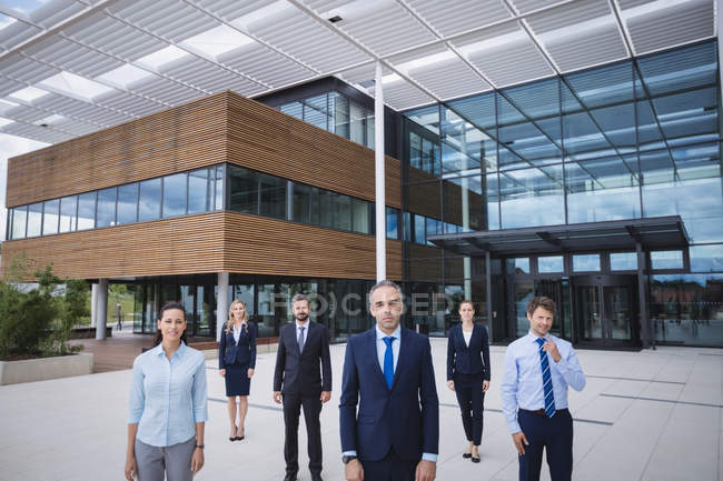 Group of confident businesspeople standing outside office building — Stock Photo
