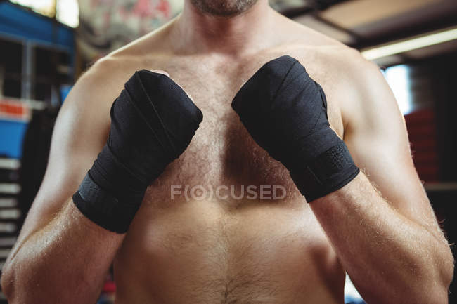 Mid section of boxer performing boxing stance in fitness studio — Stock Photo