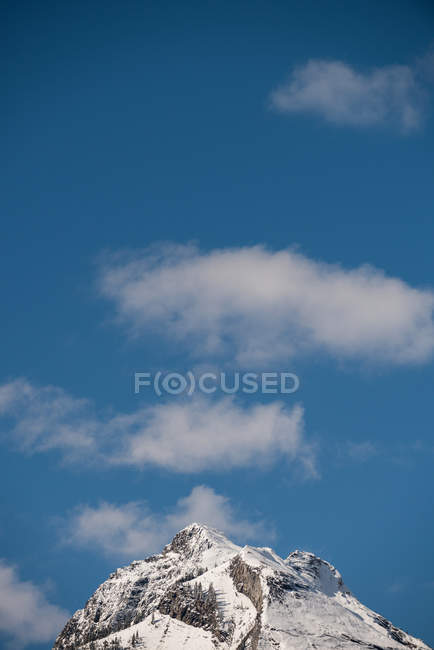 Majestic view of beautiful snowy mountain range against blue sky and clouds — Stock Photo