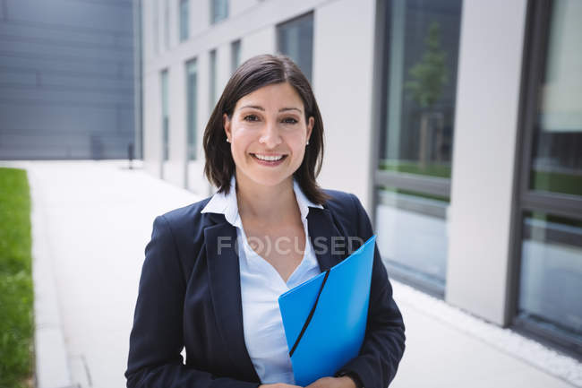 Portrait of a Confident businesswoman standing outside office building — Stock Photo