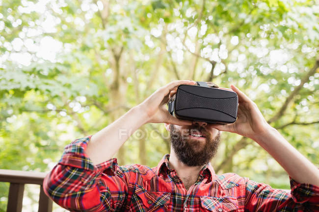 Man using virtual reality headset in bar terrace — Stock Photo