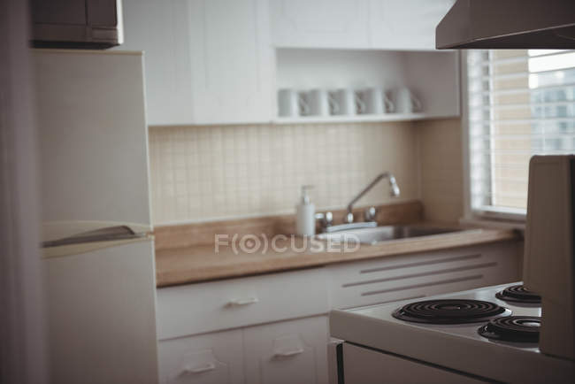 Interior view of empty modern kitchen — Stock Photo