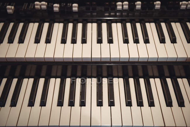 Close-up of piano keyboard in recording studio — Stock Photo