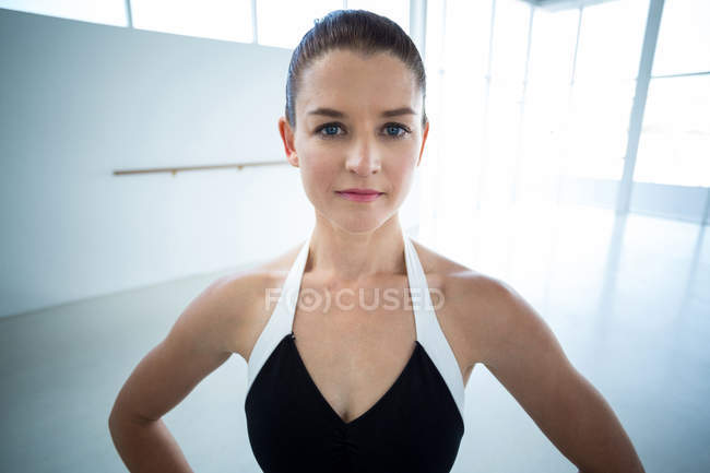 Close-up of beautiful ballerina in the ballet studio — Stock Photo