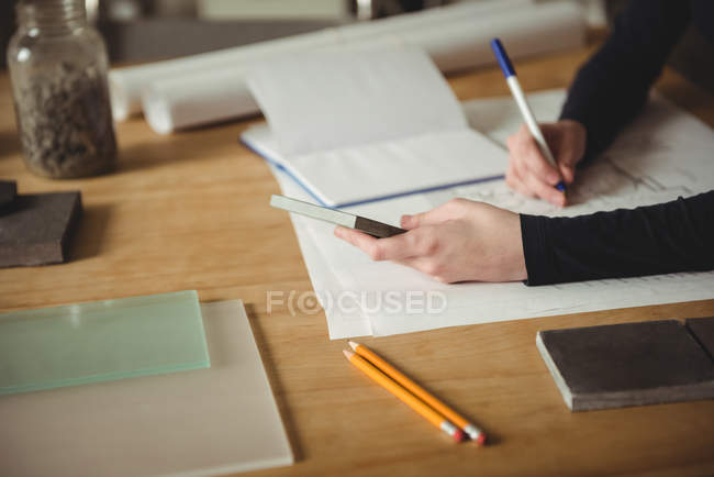 Business executive making a blueprint in office — Stock Photo