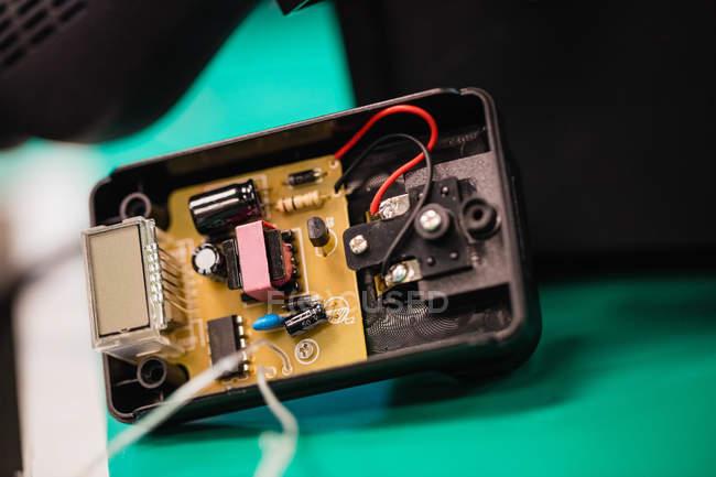 Крупным планом электронного оборудования в сервисный центр — стоковое фото