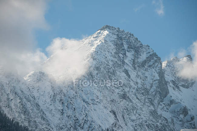 Majestic view of beautiful snowy mountain range and clouds — Stock Photo