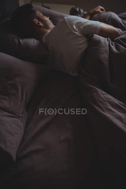 В постели сзади 15