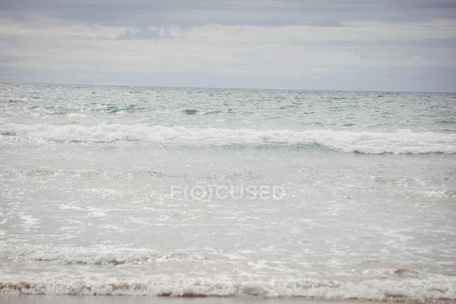 Scenic view of waves of sea water by shore — Stock Photo