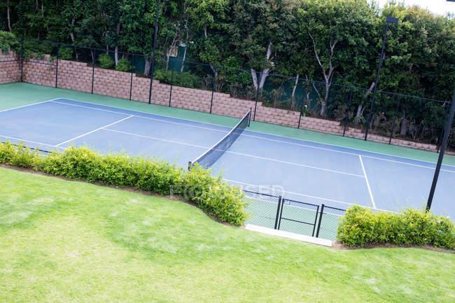 Vista de cancha de tenis vacía - foto de stock
