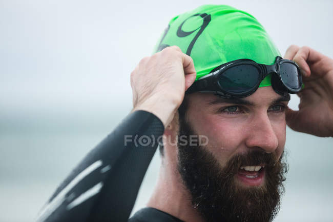 Close-up of athlete wearing swimming goggles — Stock Photo
