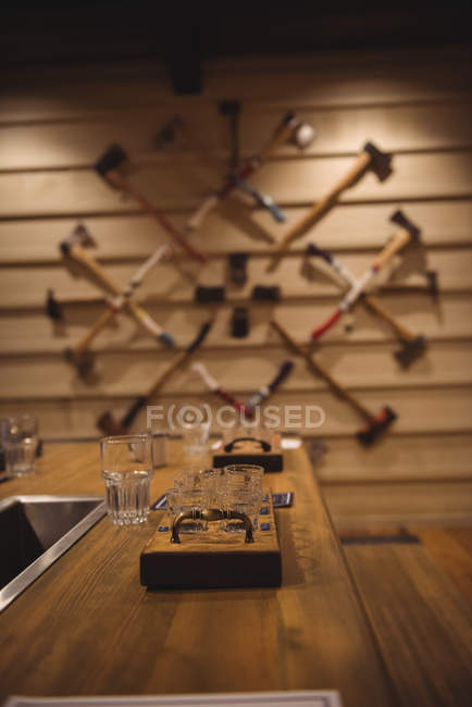 Wooden beer tray with glasses on bar counter — Stock Photo