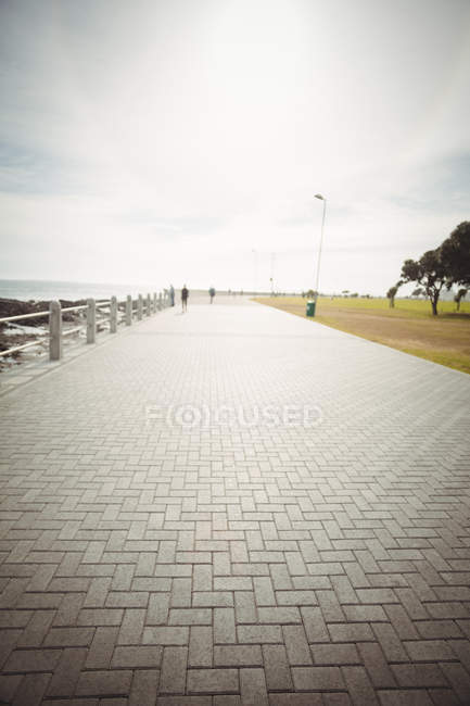 Tranquil view of promenade near the sea shore — Stock Photo