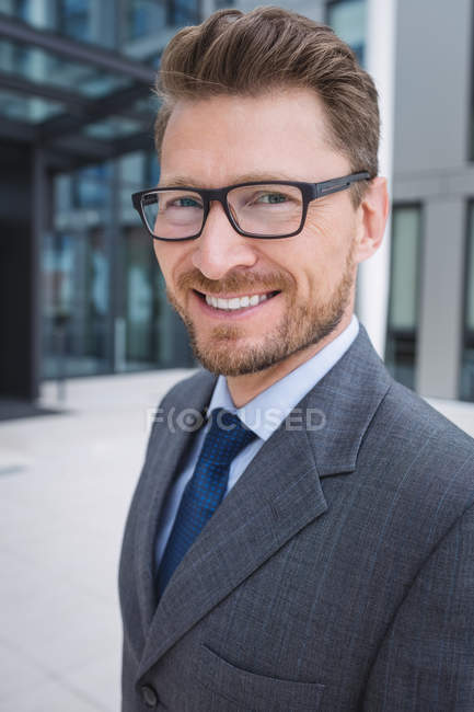 Portrait of a confidence businessman smiling — Stock Photo