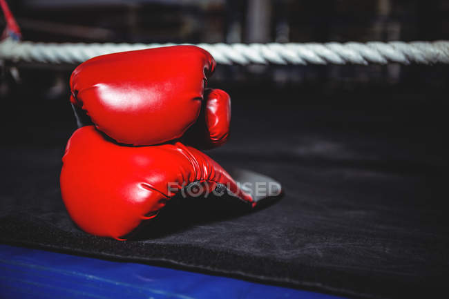 Pair of red boxing gloves in boxing ring — Stock Photo
