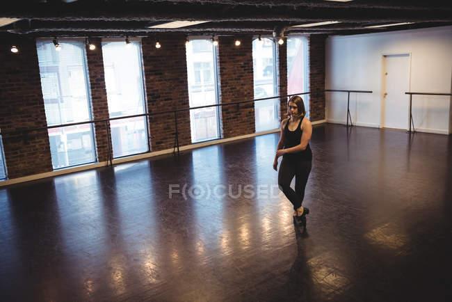 Woman practicing dance in dance studio — Stock Photo