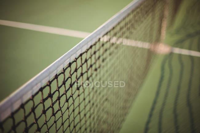 Primer plano de red tenis verde - foto de stock
