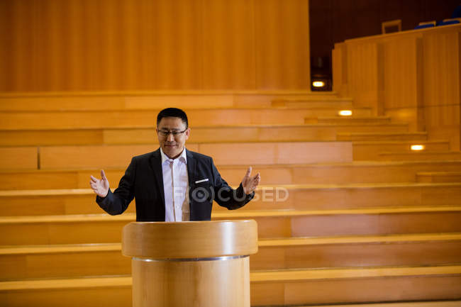 Male business executive giving a speech at conference center — Stock Photo