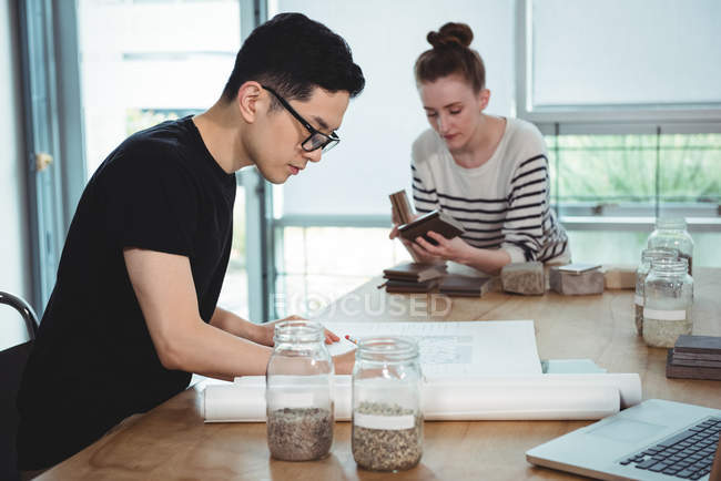 Business executives working together in office — Stock Photo