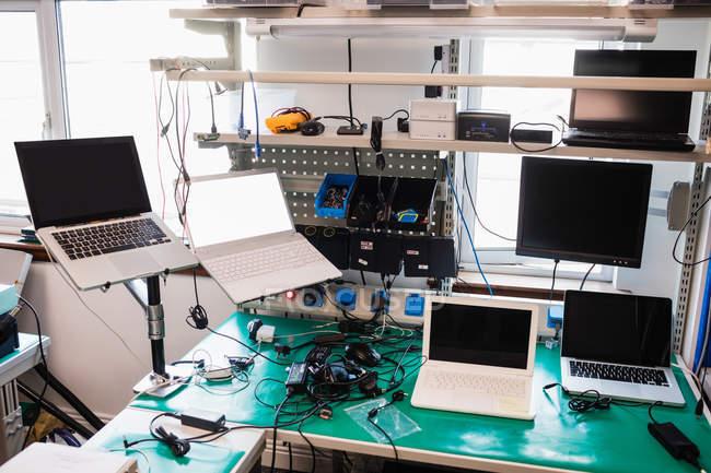 Интерьер Центра электронных услуг — стоковое фото
