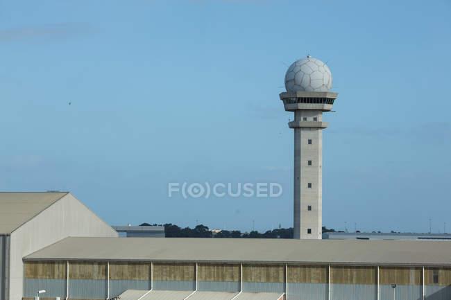 Вид управления башню аэропорта — стоковое фото