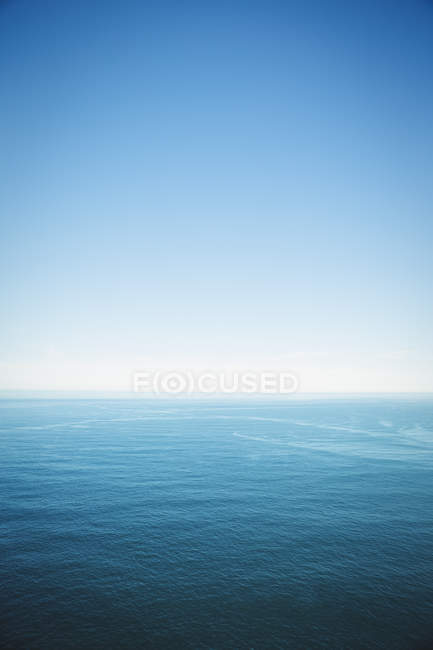 Tranquil view of sea under clear blue sky — Stock Photo