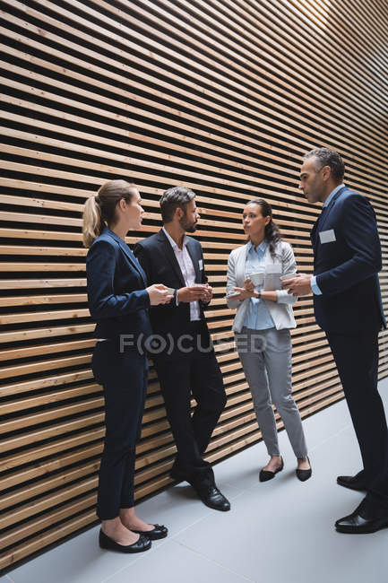 Business people having a discussion in office — Stock Photo