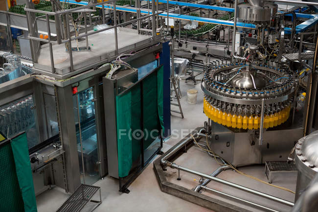 High angle view of bottling plant in manufacturing industry — Stock Photo