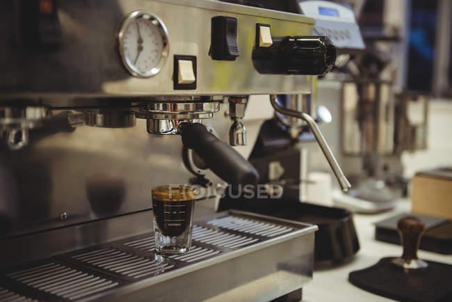 Закри кави машина в кафе — стокове фото