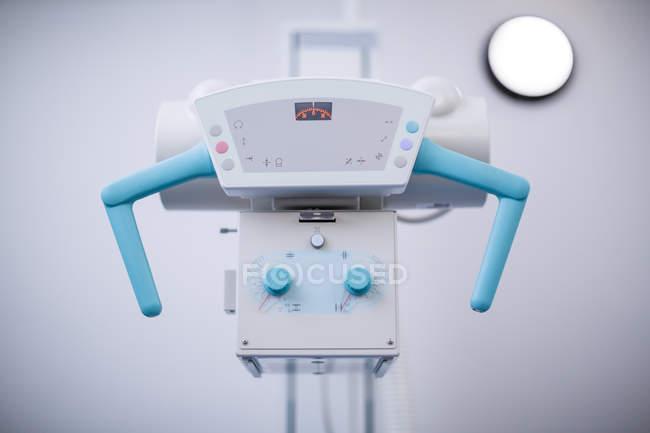 Gros plan de la machine à rayons x à l'hôpital — Photo de stock