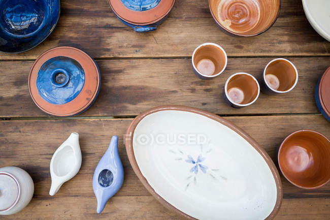Various pottery on table in workshop — Stock Photo
