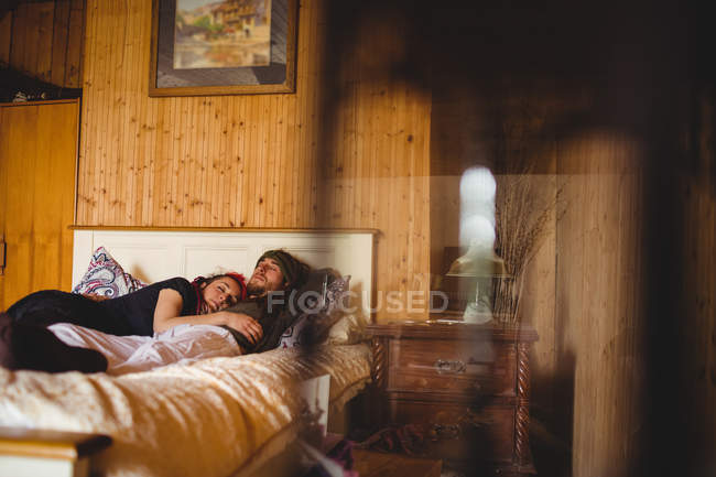 Young hipster couple sleeping on bed at home — Stock Photo