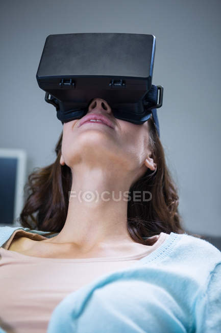 Woman using virtual reality in clinic — Stock Photo