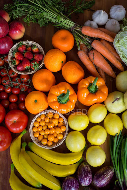 Top view of Variety of vegetables and fruits on shelf in supermarket — Stock Photo