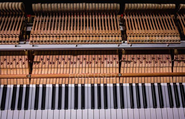 Close-up of old piano keyboard at workshop — Stock Photo