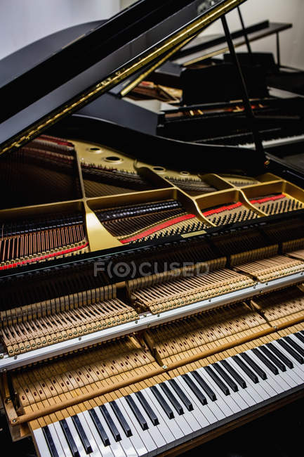Close-up view of old piano keyboard at workshop — Stock Photo
