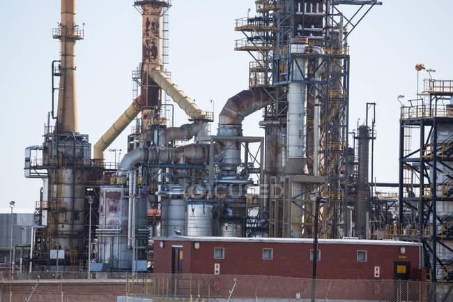Міські сцени нафтової і газової промисловості в (літо) — стокове фото
