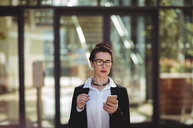 Young businesswoman using mobile phone — Stock Photo